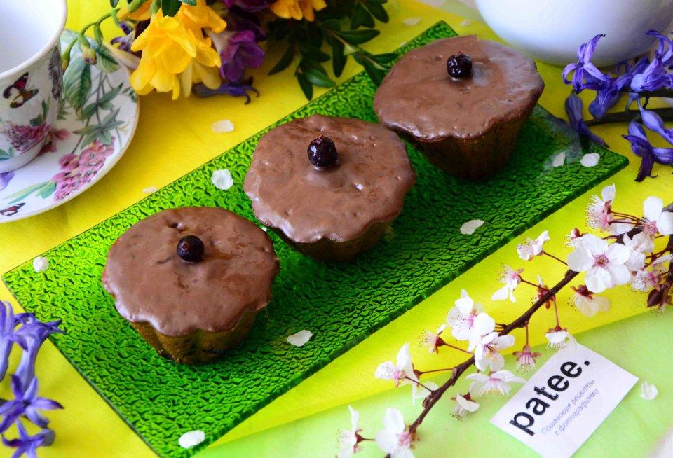 Маффины с черной смородиной и шоколадом