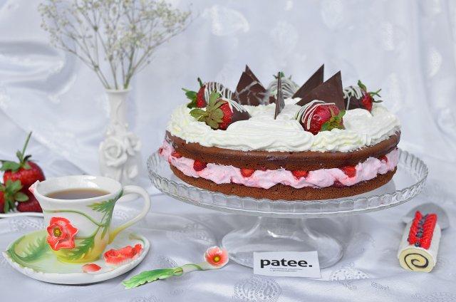 Шоколадный торт Клубничное облако