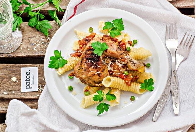 Домашняя паста с цыпленком