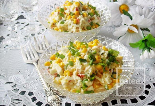 Салат с крабовыми палочками, ананасом и кукурузой