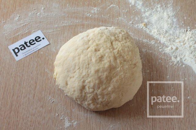 Жареные пирожки с луком и яйцом - Шаг 4
