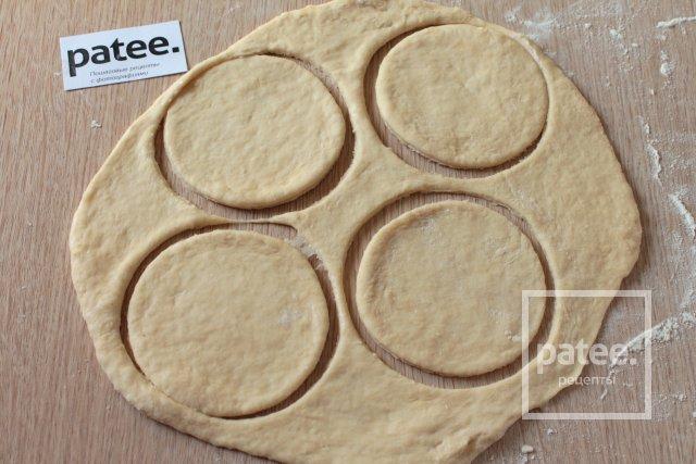 Жареные пирожки с луком и яйцом - Шаг 8