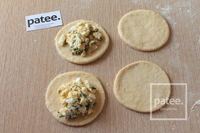 Жареные пирожки с луком и яйцом - Шаг 9