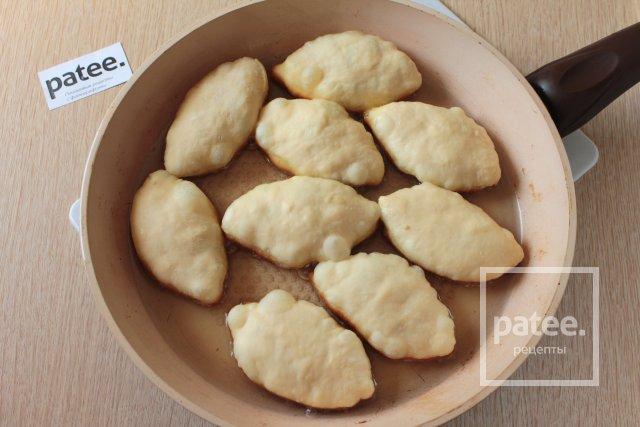 Жареные пирожки с луком и яйцом - Шаг 11