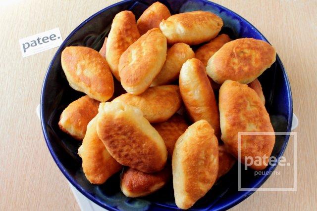 Жареные пирожки с луком и яйцом - Шаг 12