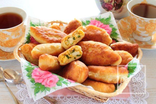 Жареные пирожки с луком и яйцом - Шаг 13