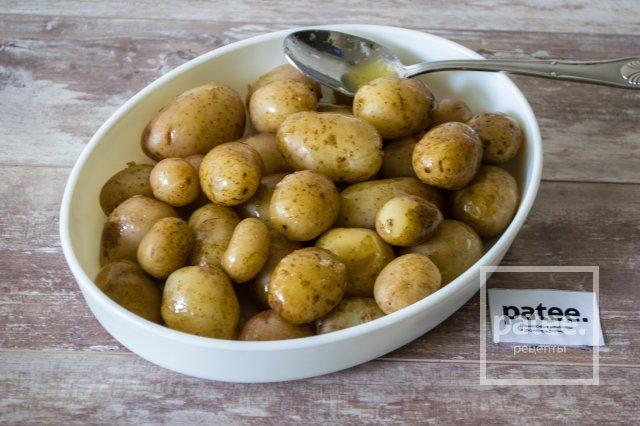 Молодой картофель с сыром