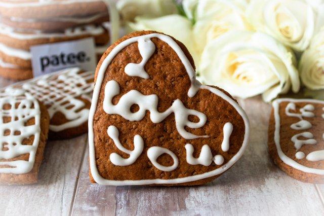 Пряное печенье с медом и орехами