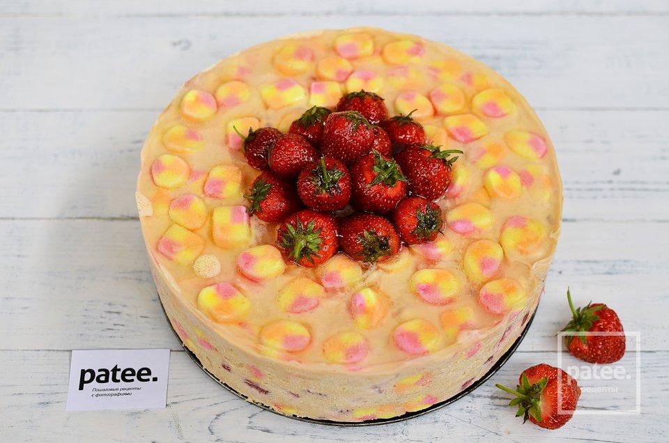 Клубничный торт с маршмеллоу