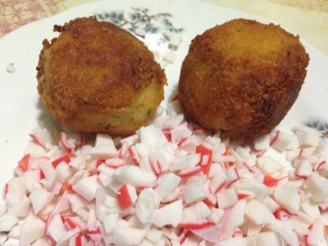 Крокеты картофельные с начинкой из крабового мяса