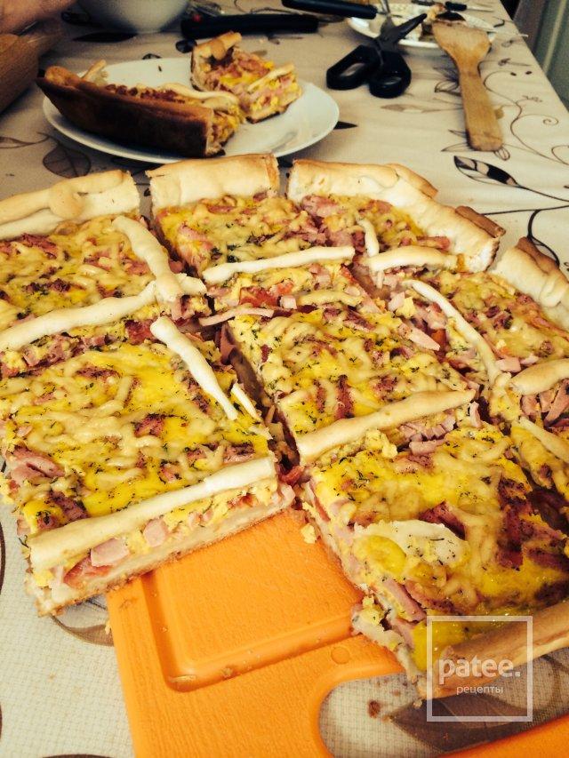 Слоеный пирог с сыром и вареной колбасой