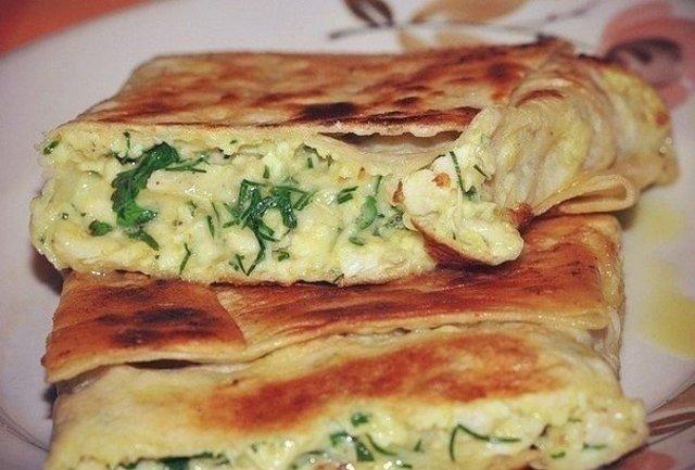 Лаваш с сырной начинкой на сковороде