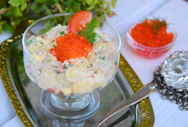 Салат с картофелем и консервированным кальмаром