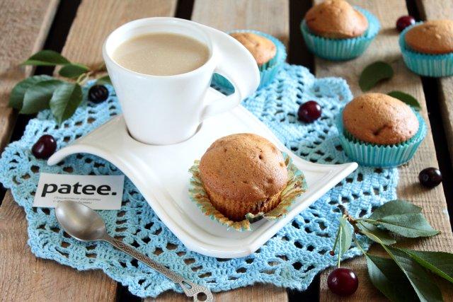 Кофейные кексы с вишней