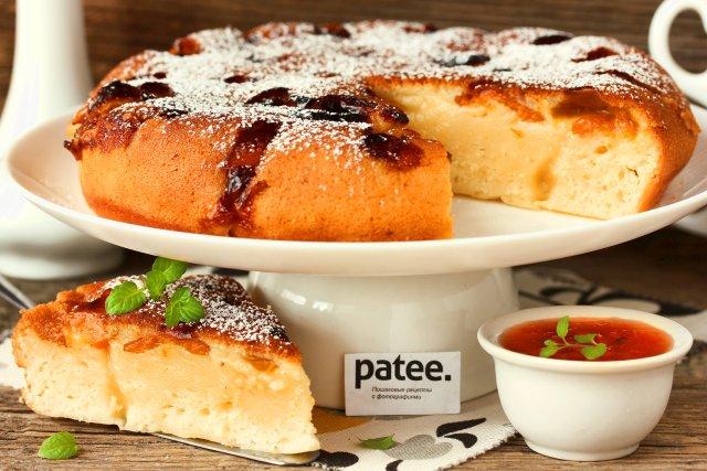 Йогуртовый пирог с абрикосами в мультиварке