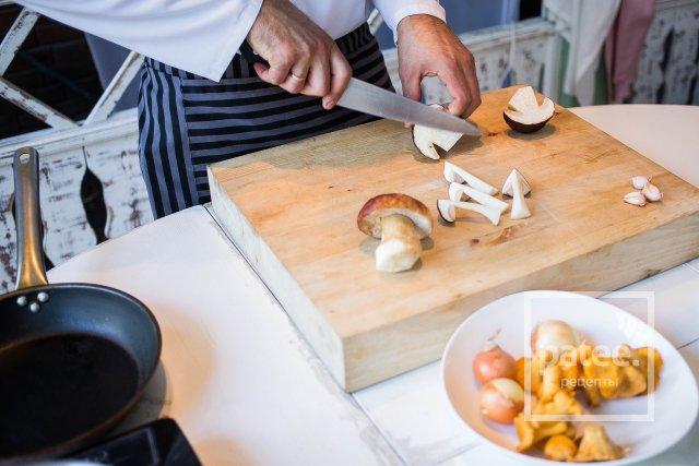 Запеканка с грибами и сыром грюйер