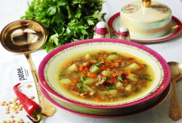 Суп с индейкой, зелёной  чечевицей и лисичками