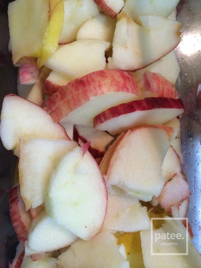 Воздушная шарлотка с яблоками