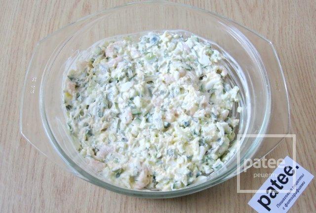 Салат с сыром чесноком огурцом
