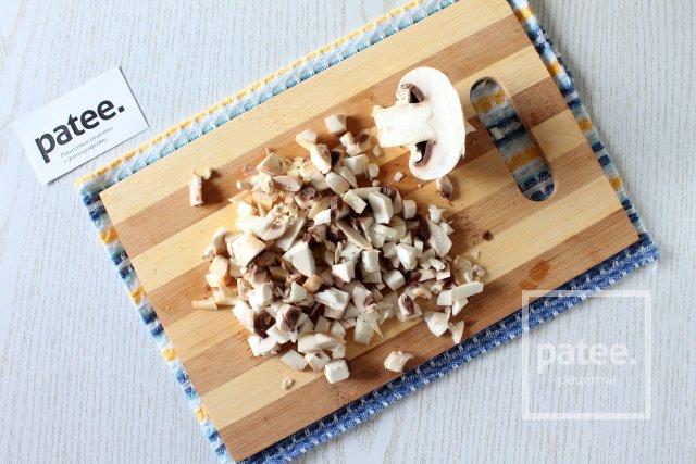 Перцы, фаршированные курицей и грибами в мультиварке