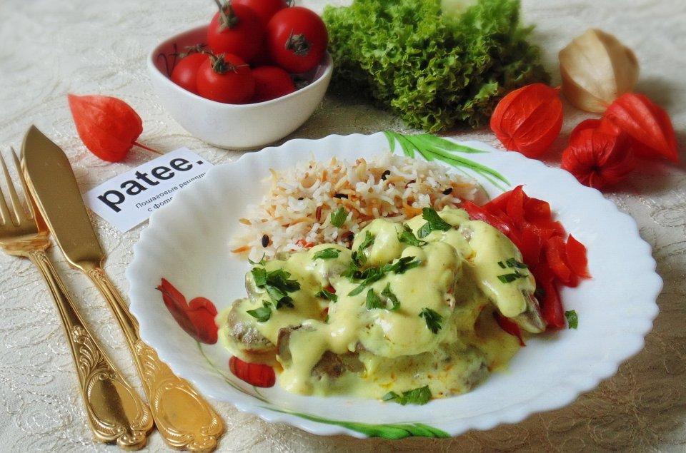 Куриная печень в сырном соусе с болгарским перцем