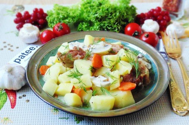 Свиные ребрышки с картофелем и грибами