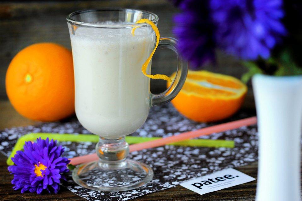Бананово-апельсиновый молочный коктейль
