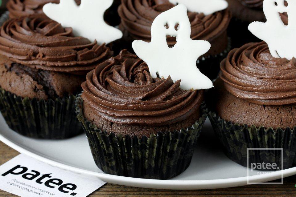Шоколадно-кофейные кексы с кремом на Хэллоуин