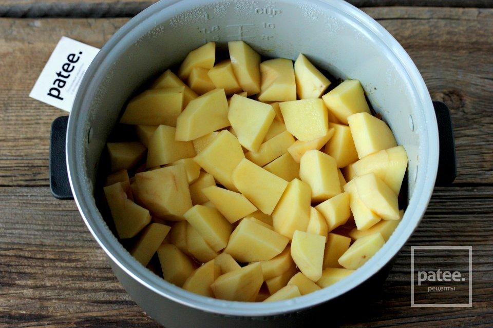 Картофель с куриными сердечками в мультиварке