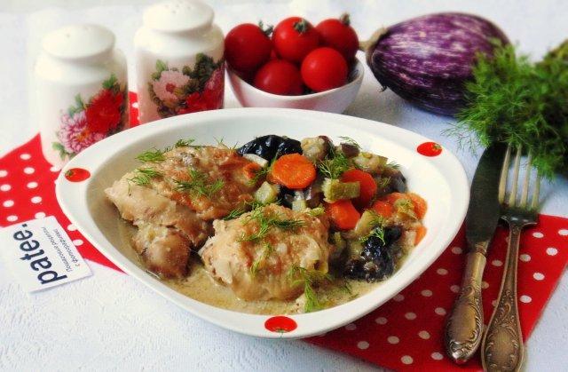 Курица с черносливом  и овощами