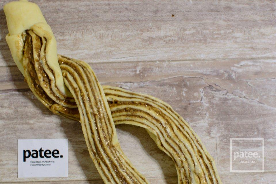 Плетенка с корицей и орехами