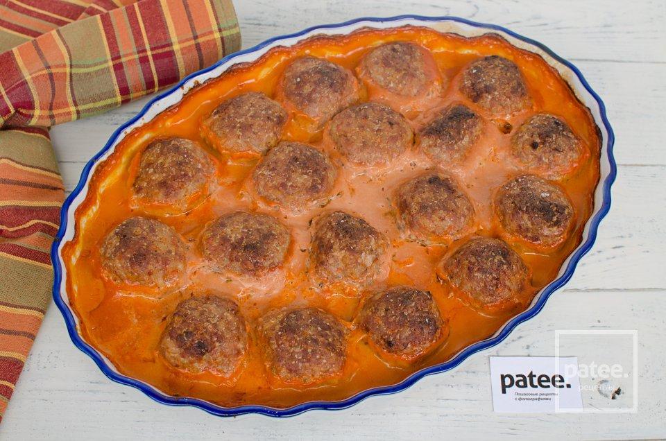 Тефтели в сметанно-томатном соусе