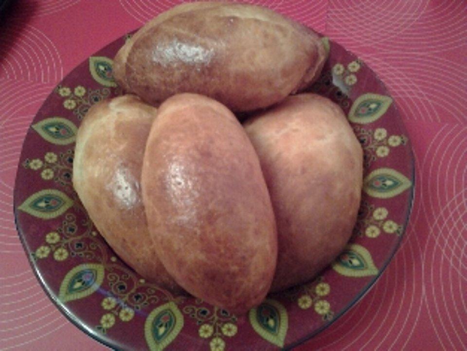 Печеные пирожки с квашеной капустой