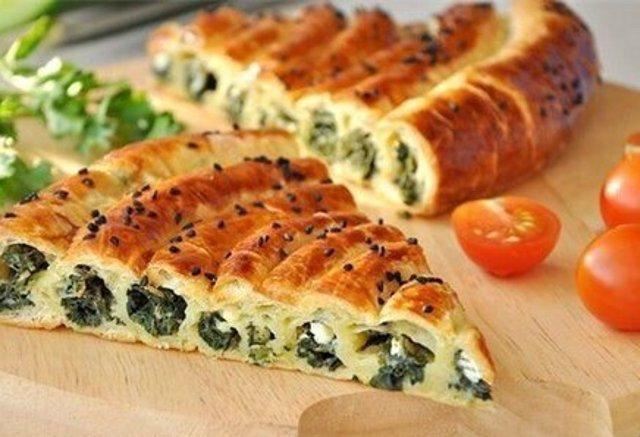 Домашний пирог со шпинатом и сыром Фетаки