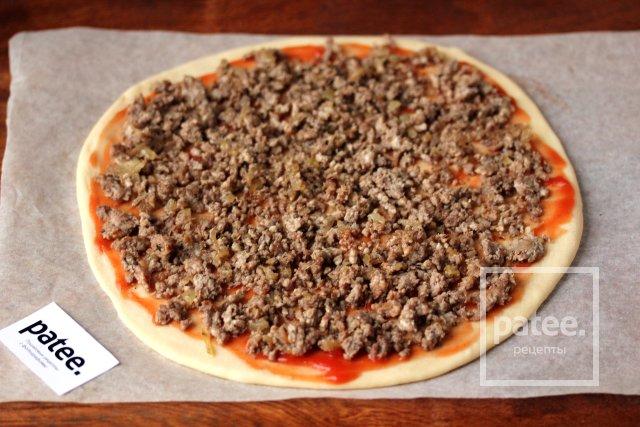 Пицца с фаршем и сыром дор блю