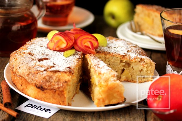 Пирог с яблоками и ананасами