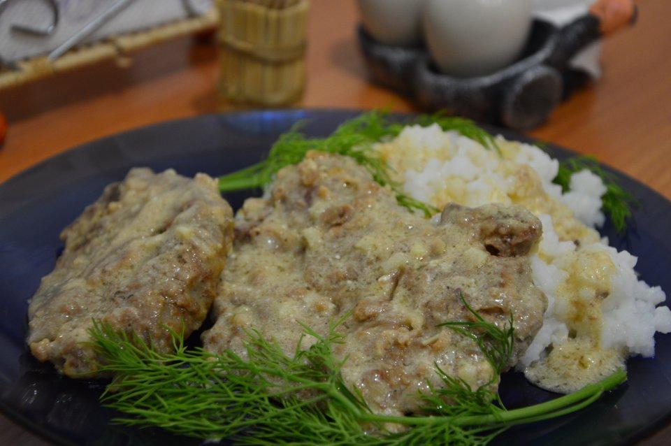 Отбивные из свиной печени в сметанно-чесночном соусе
