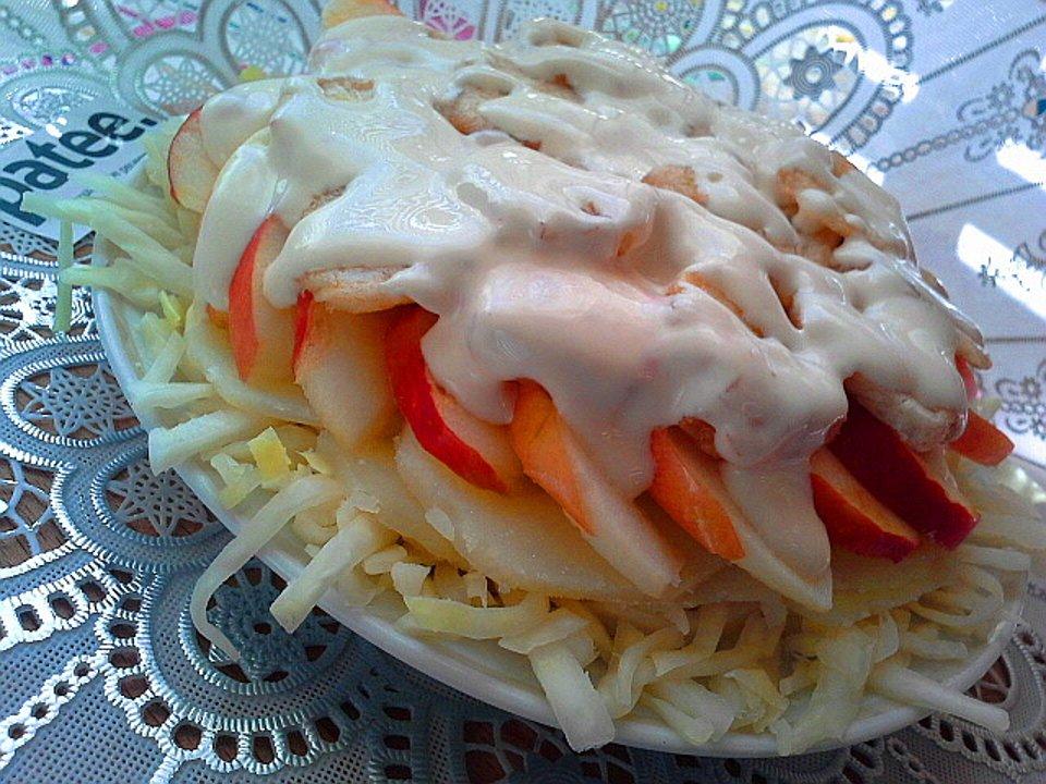 Салат из картофеля, яблок и бананов с имбирем