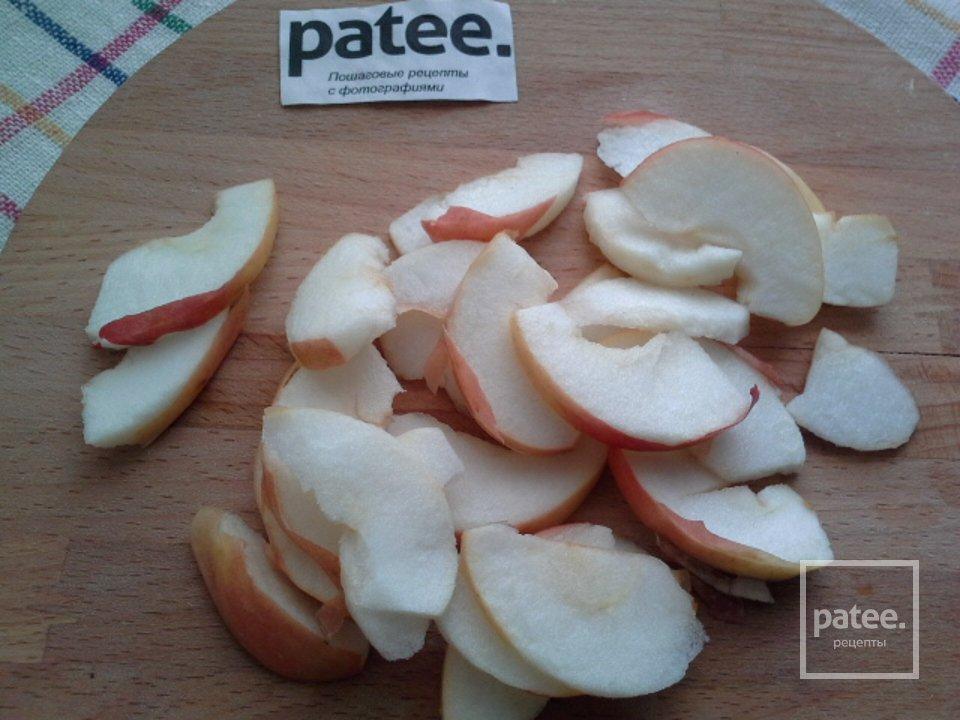Котлеты с яблочно-луковым соусом