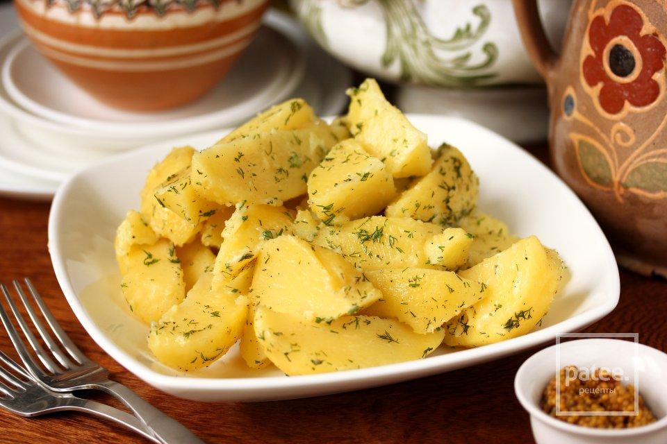 Картофель ломтиками с укропом и маслом