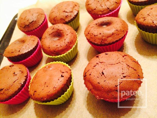 Шоколадные маффины жидкой начинкой рецепт фото