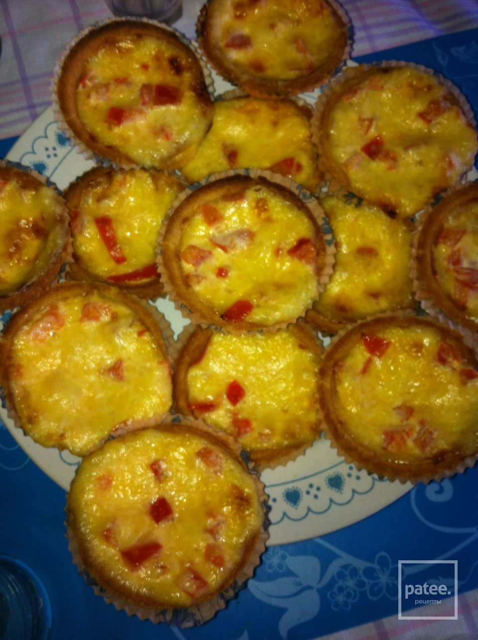 Тарталетки со сливочным сыром и помидорами