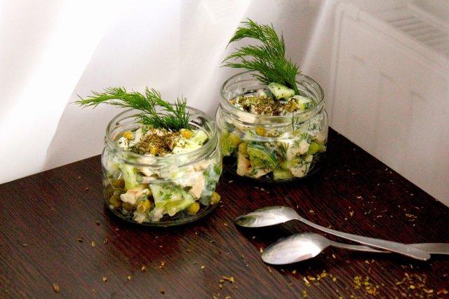 Легкий низкокаллорийный салат с курицей
