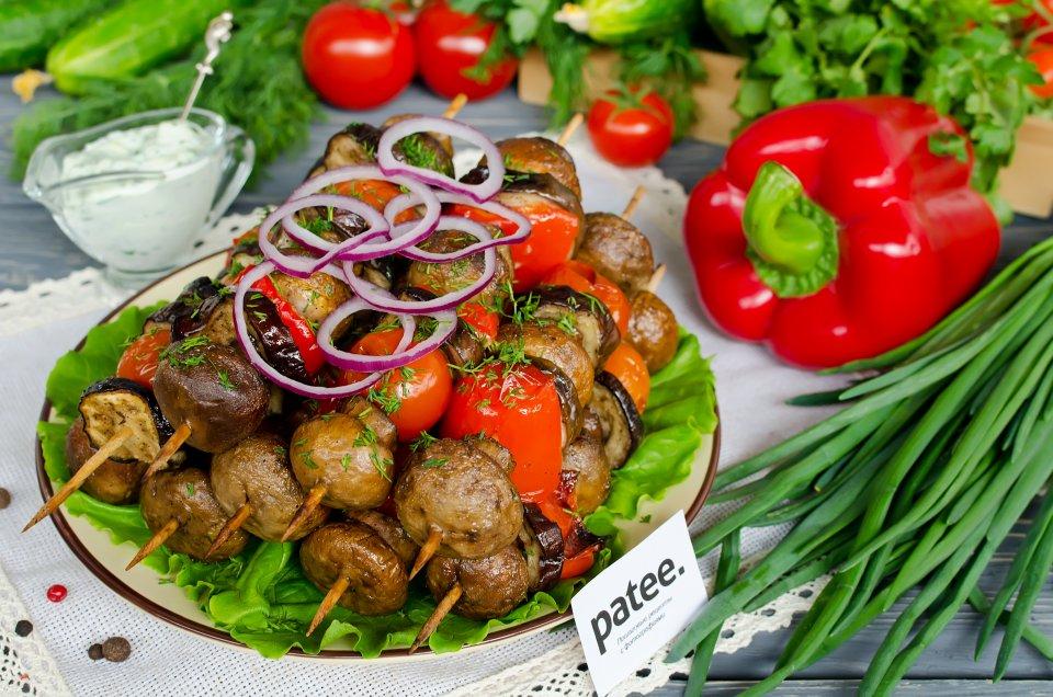 Овощной шашлык с грибами