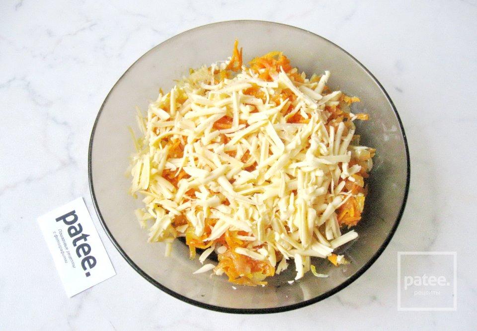Котлеты с морковью и сыром в томатном соусе