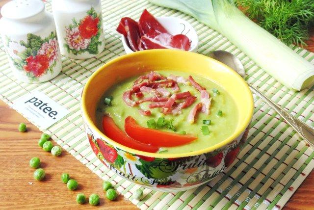 Суп из зеленого горошка с сырокопченым мясом