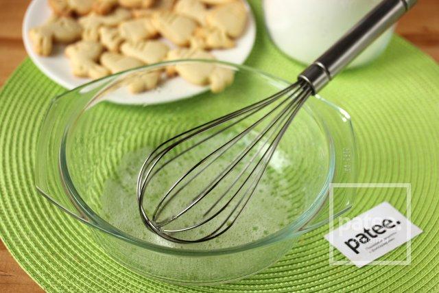 Как украсить пасхальное печенье глазурью