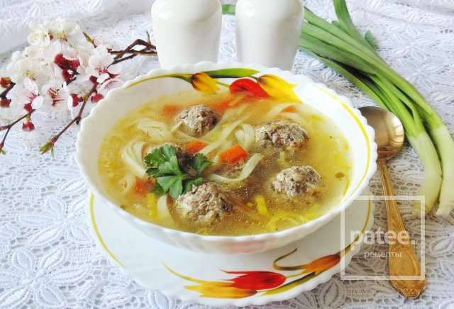 Суп с фрикадельками из сухих лесных грибов