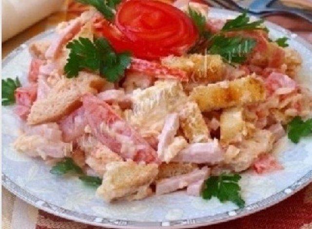 салат мужской каприз рецепт с ветчиной и помидорами