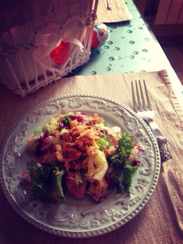 Салат с тунцом и луком